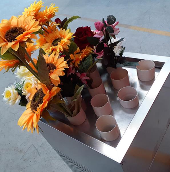 Vasca termostatata per esposizione e conservazione dei fiori recisi: dettaglio dei portafiori